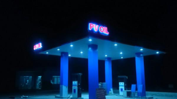 Chữ PV Oil tại Cây Xăng