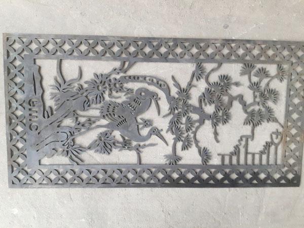 Cắt hoa văn họa tiết trên kim loại dày theo thiết kế bằng máy plasma