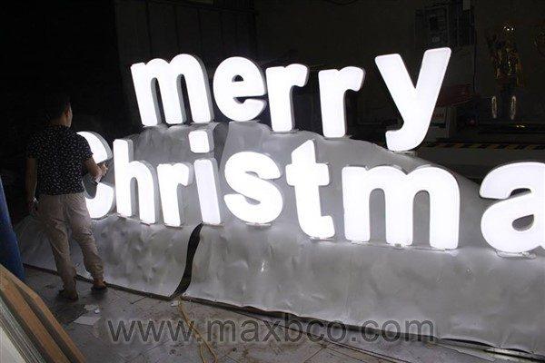 Làm biển quảng cáo Merry Christmas mùa giáng sinh